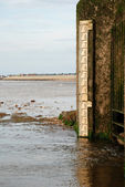 Water level marker on the shore — Stock Photo