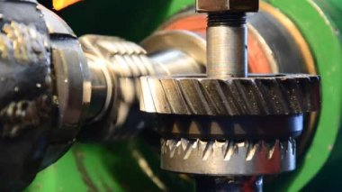 Cogwheel production and service industrial machine, rotating gears closeup view — Stock Video
