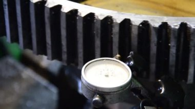 Dial gauge instrument measures inclination of cogwheel gear ready for service, extreme close up — Stock Video