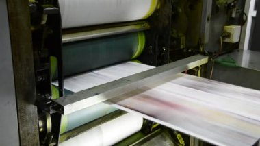 Offset print press hit set roll paper goes through the rollers of the printing units — Stock Video