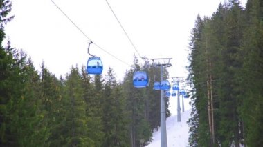 Ski lift cabin Bansko ski center, blue elevator - Bulgaria — Stock Video