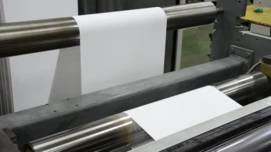 Print shop, Newspaper printing, Roll Paper goes fast of the webset baset printing machine — Stock Video