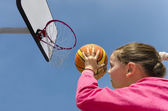 Girl playing basketball — Stock Photo