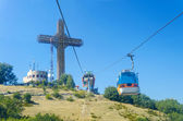 Millenium Cross on a top of the Vodno mountain hill above Skopje, Macedonia and cable cabin lift — Stockfoto
