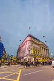 People and traffic in Picadilly Circus in London — Stock Photo