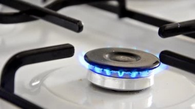 Burning gas stove — Stok video