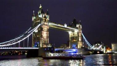 тауэрский мост в лондоне — Стоковое видео