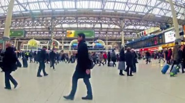 Victoria Railway Station in London — Stock Video