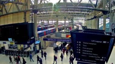 Waterloo Railway Station in London — Stok video