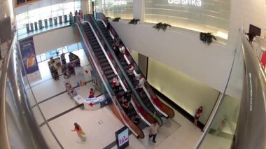 People on escalator in shopping center — Stockvideo