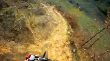 Ride a bike over extreme terrain — Stock Video