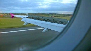Kaçak iniş uçak — Stok video