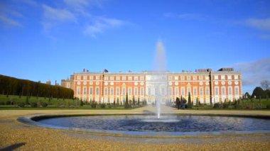 Hampton Court Palace in London — Stock Video