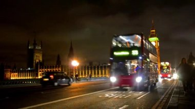 London red bus on Westminister bridge — Stock Video
