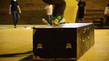 Roller skate ramp sliding trick — Stock Video