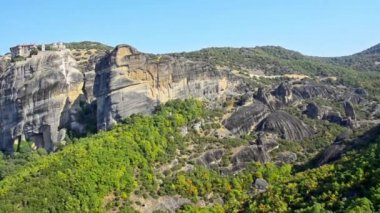 The famous valey of hanging monastery of Meteora, Greece — Stock Video