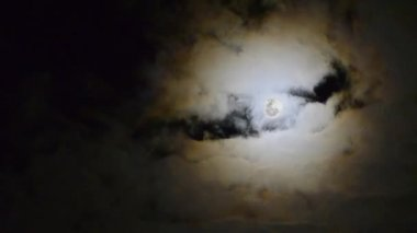 Moon moving between clouds — Stock Video