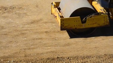 A bulldozer roller working the dirt — Stock Video