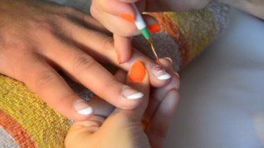 Girl painting her nails — Stock Video