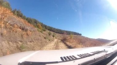 Car driving on the mountain uphill terrain — Stock Video