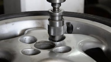 Industrial CNC drill machine milling car aluminum wheel — Stock Video