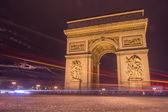 Triumfbågen i paris frankrike på natten — Stockfoto