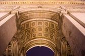 Przechylić się widok sklepienia łuk triumfalny w paryżu, frank — Zdjęcie stockowe