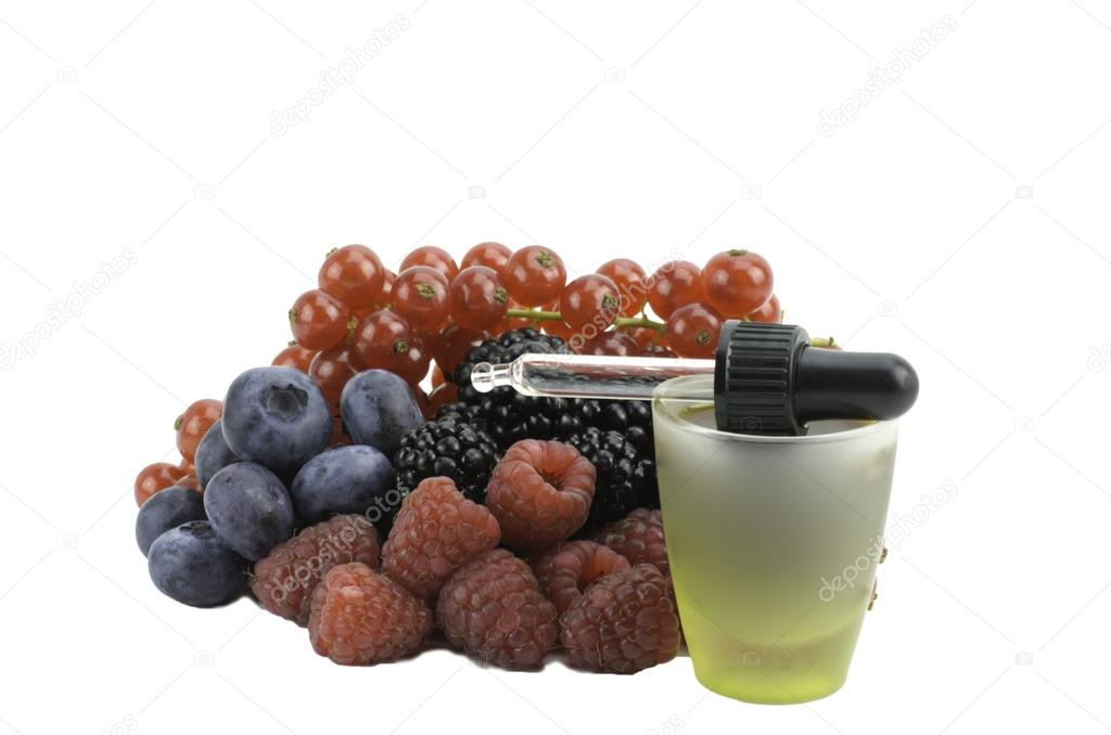 Extract from forest fruits and eyedropper — Stock Photo #13262999