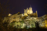 Zamek alcazar segovia w nocy. antyczny pałac królewski w segovia, hiszpania. — Zdjęcie stockowe
