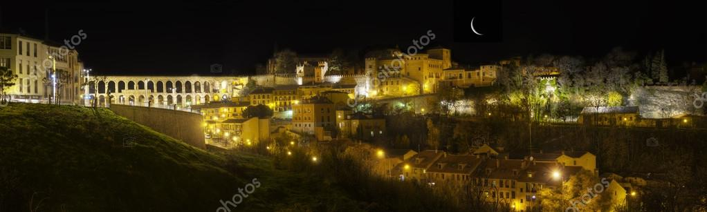 Night panoramic photography of Segovia — Stock Photo #16235765