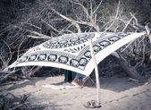 Couple hidden at the beach — Stock Photo