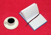 Café y un cuaderno — Foto de Stock