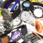 Куча различных наручных часов — Стоковое фото