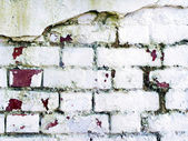 Grungy brick cracked wall painted in white — Foto de Stock