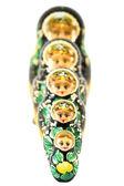 пять российских куклы в последовательности, изолированные на белом фоне. — Стоковое фото