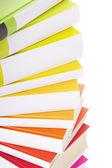 Yığın üzerinde beyaz izole renkli kitap — Stok fotoğraf