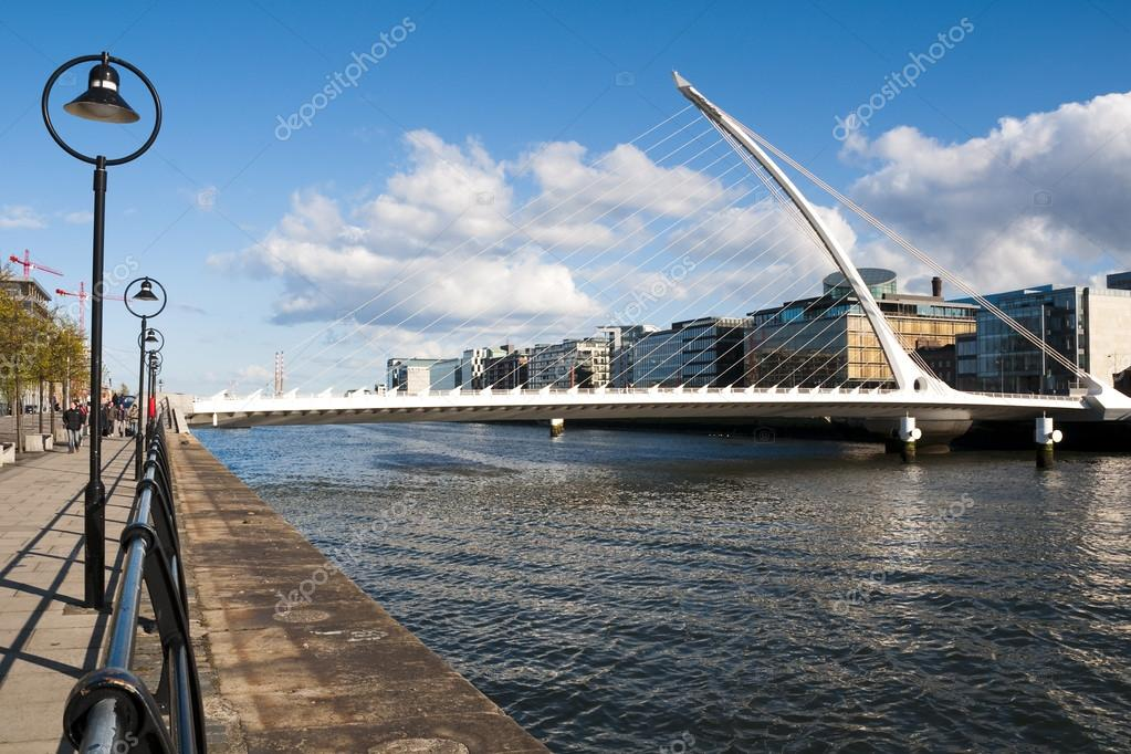 The Samuel Beckett Bridge, Dublin city. This is new bridge in Dublin city. — Stock Photo #13500573