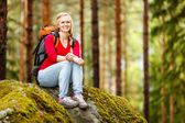 Young woman hiker on a break — Foto Stock