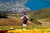 Paraglider in alpen — Stockfoto
