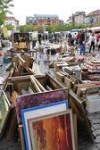 Flea market at Place du Jeu de Balle (Vossenplein) in Brussels — ストック写真