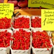 Red currants and gooseberries on the market — Stock Photo