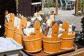 Widelce, łyżki i noże przygotowane do doręczenia — Zdjęcie stockowe