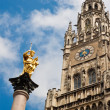 New Townhall and a golden statue of Virgin Mary in Munich — Stock Photo
