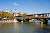 Pont de Bir-Hakeim — Stock Photo