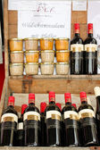 Wine and Verhackert on a market — Stockfoto