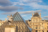 Louis XIV statue in front of Louvre — Stock Photo