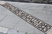 Marker of the Warsaw Ghetto wall on the street — Stock Photo