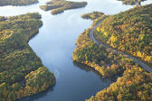 Curving road along Mississippi River during autumn — Stock Photo