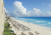 View of beach, Caribbean Sea and clouds in Cancun, Mexico — Stock Photo