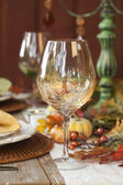 Fall dining table with focus on wine glass — Stockfoto